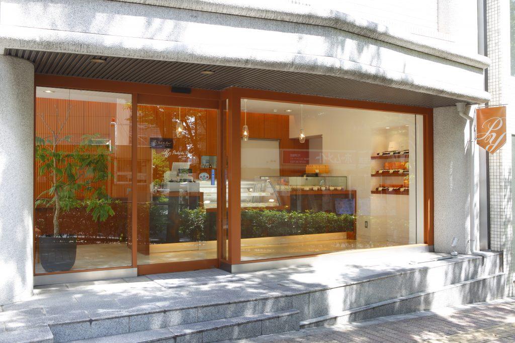 店舗外観小さな街の洋菓子店